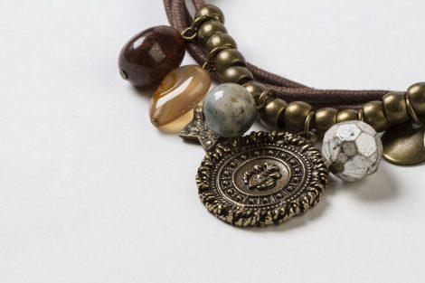 Collar Judit moneda dorado viejo zamak minerales hecho a mano Egass Barcelona