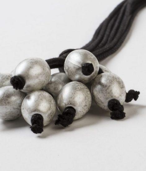 Collar largo Nau gris hecho a mano hilo gordo de algodón hrcho a mano Egass Barcelona