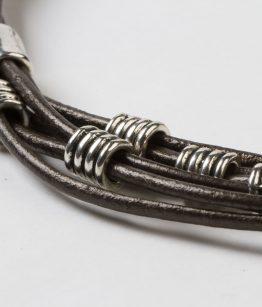 Collaret curt Deka cuir de 2,5 zamak amb bany de plata fet a mà Egass Barcelona.