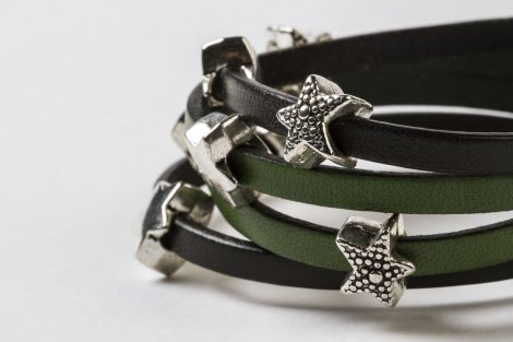 Detalle pulsera Estrella bicolor verde.Egass barcelona hecho a mano.