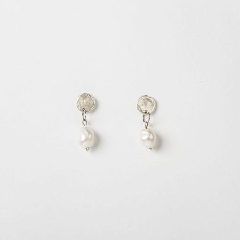 Pendientes perlas de rio zamak con baño de plata