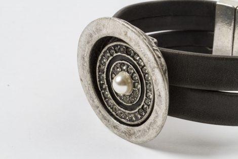 Detalle pulsera Rosa / piel Egass barcelona hecho a mano