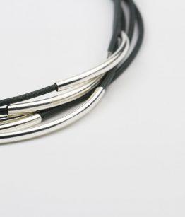 Detalle collar Clara gris. hecho a mano Egass barcelona.