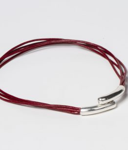 Assun, red leather necklace