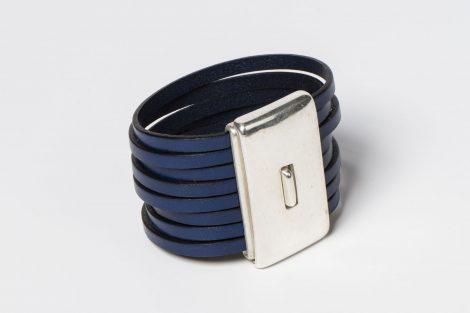 Pulsera Montse color azul snorkel cuero, zamak con baño de plata