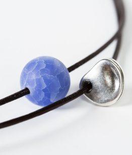 Collar Claudia color azul mineral zamak hecho a mano Egass barcelona
