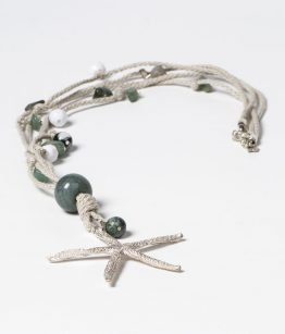 Collar Estrella color verde, zamak con baño de plata , cuerda, minerales, resinas, hecho a mano Egass Barcelona.