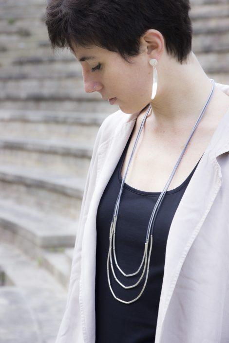 Collar Cora gris.